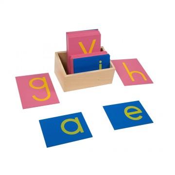Lettres rugueuses scriptes avec boîte