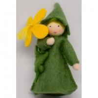Fée Chélidoine, fleur à la main