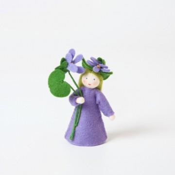 Violette, fleur à la main