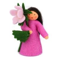 Eglantine, fleur à la main - peau claire