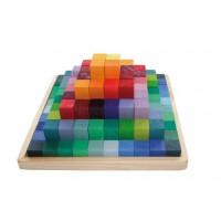 Pyramide de cubes colorés