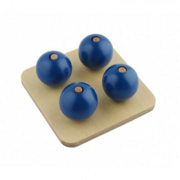 Boules bleues sur tiges verticales