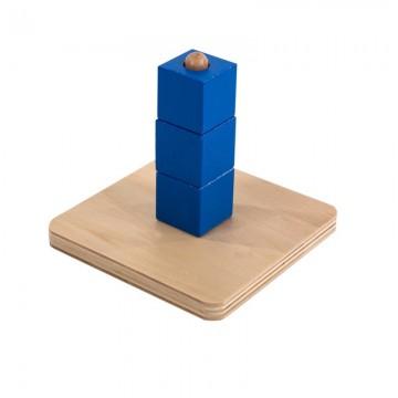 Cubes sur tige verticale
